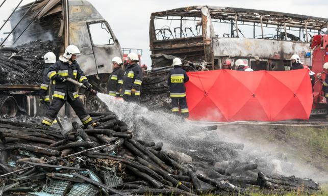 Tragiczny karambol na A4. Spłonęły auta, są ofiary wypadku na autostradzie. ZDJĘCIA