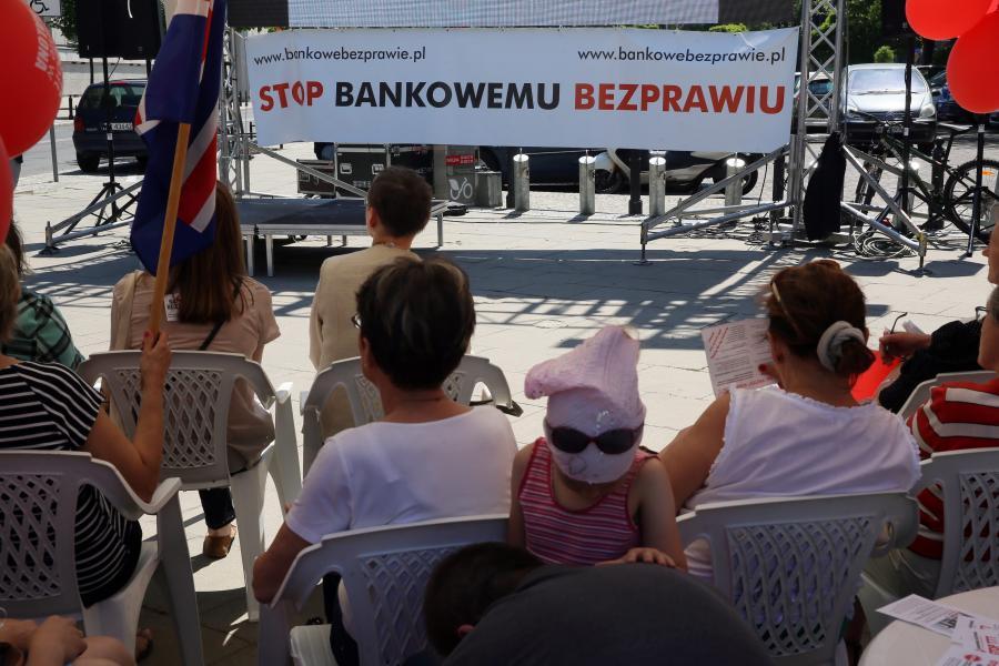 Manifestacja frankowiczów przed Sejmem