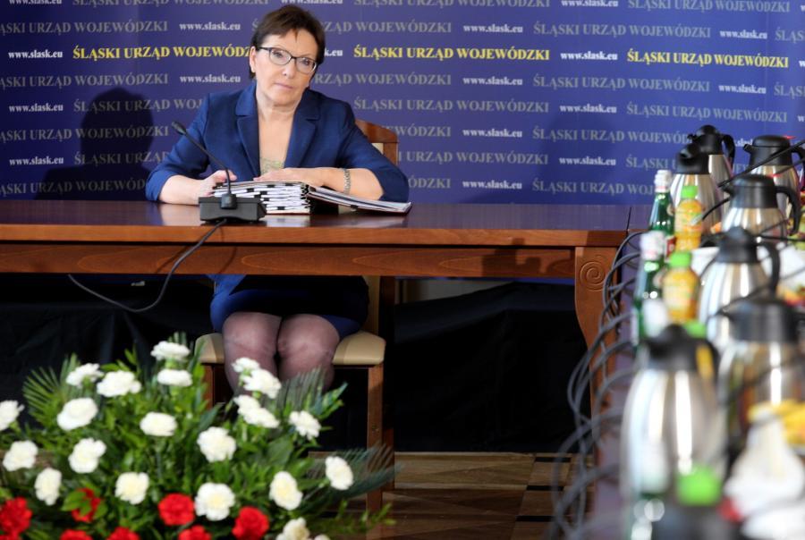 Premier Ewa Kopacz podczas wyjazdowego posiedzenia rządu w Urzędzie Wojewódzkim w Katowicach