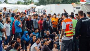 Niemcy: Uchodźcy w ośrodku w Dreznie