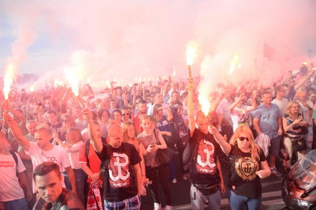 Mieszkańcy stolicy oddali hołd bohaterom Powstania Warszawskiego