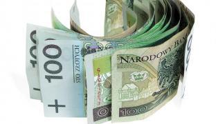 Plik stuzłotowych banknotów