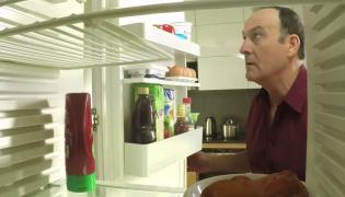 Znikające jedzenie z lodówki. Nowy spot PO