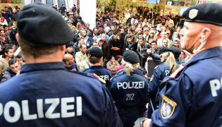 Imigranci na dworcu w Salzburgu