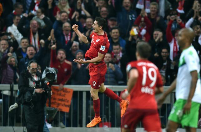 """Robert Lewandowski """"superstar""""! Strzelił pięć goli w dziewięć minut!"""