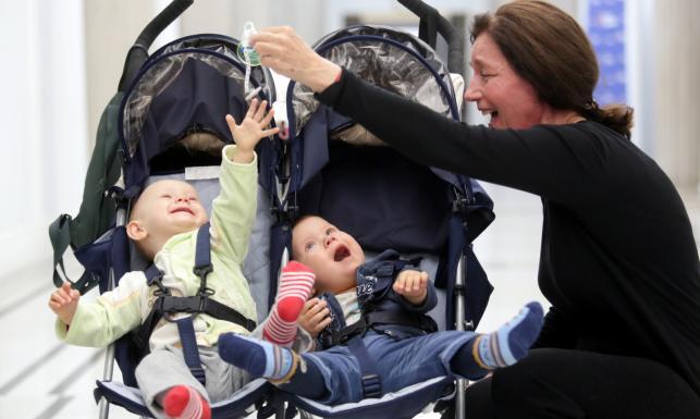 60-letnia aktorka, która urodziła bliźniaki, apelowała w Sejmie o pomoc. ZDJĘCIA