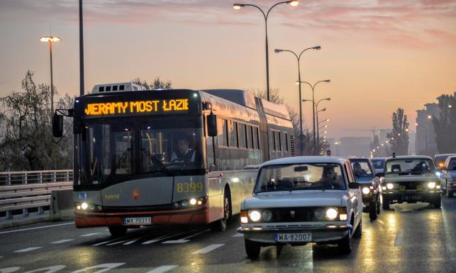 Niesamowita polska limuzyna z czasów Gierka na otwarciu mostu Łazienkowskiego. ZDJĘCIA