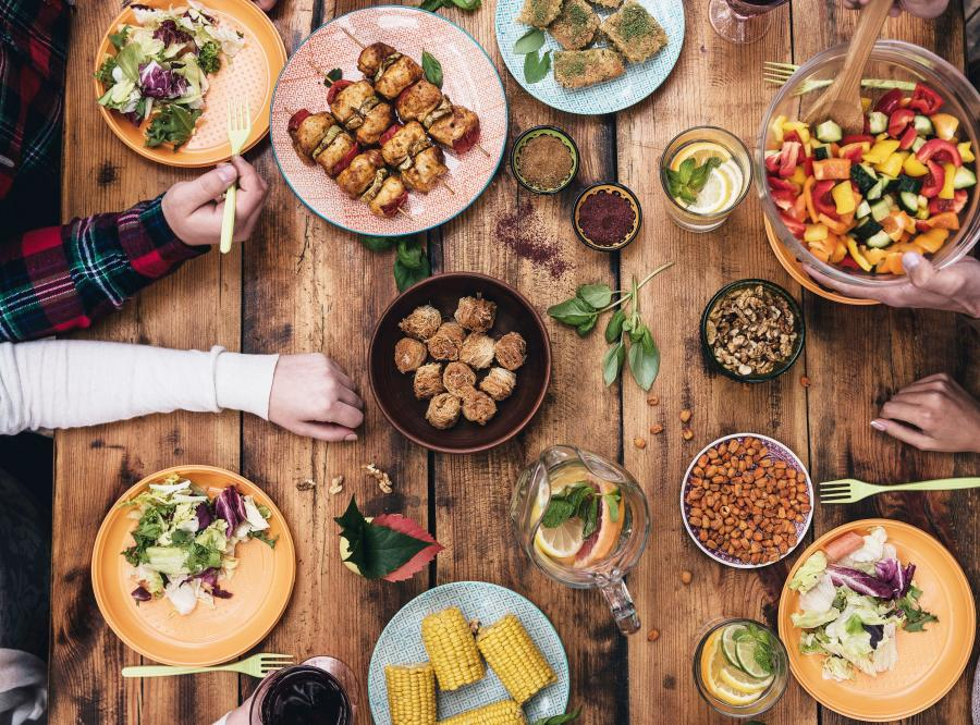 Unikaj wystawnych posiłków