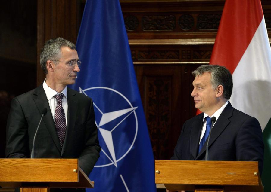 Szef NATO Jens Stoltenberg i Viktor Orban