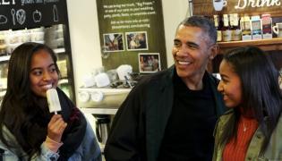 Barack Obama z córkami Malią (po lewej) i Sashą