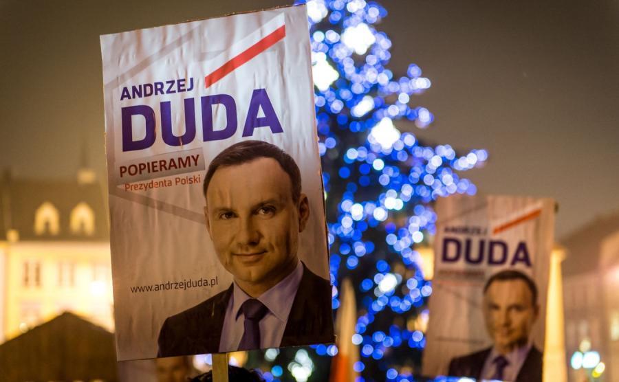 Bydgoszcz: Manifestacja poparcia dla prezydenta Dudy