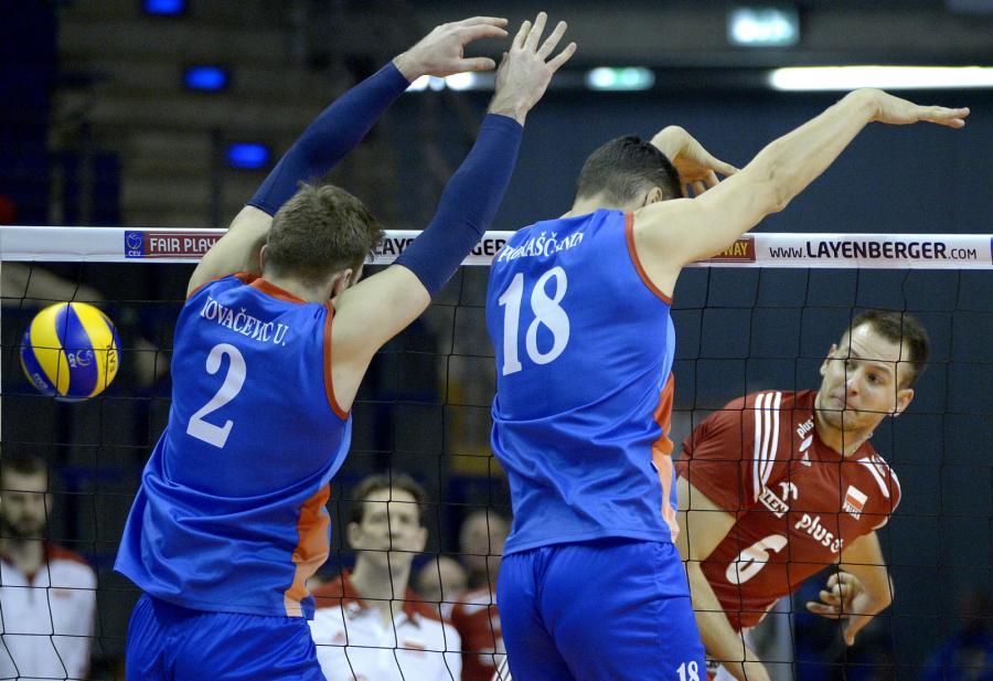 Serbowie pokonani. Kurek bohaterem. Polscy siatkarze biżej awansu