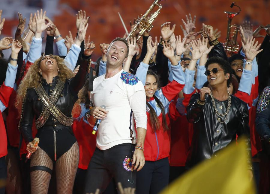 Beyoncé, Chris Martin i Bruno Mars na Super Bowl 2016