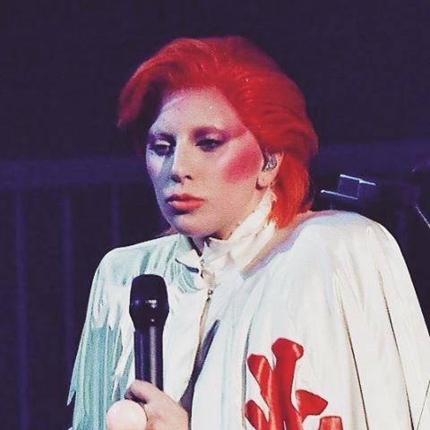 Lady Gaga podczas występu na gali Grammy