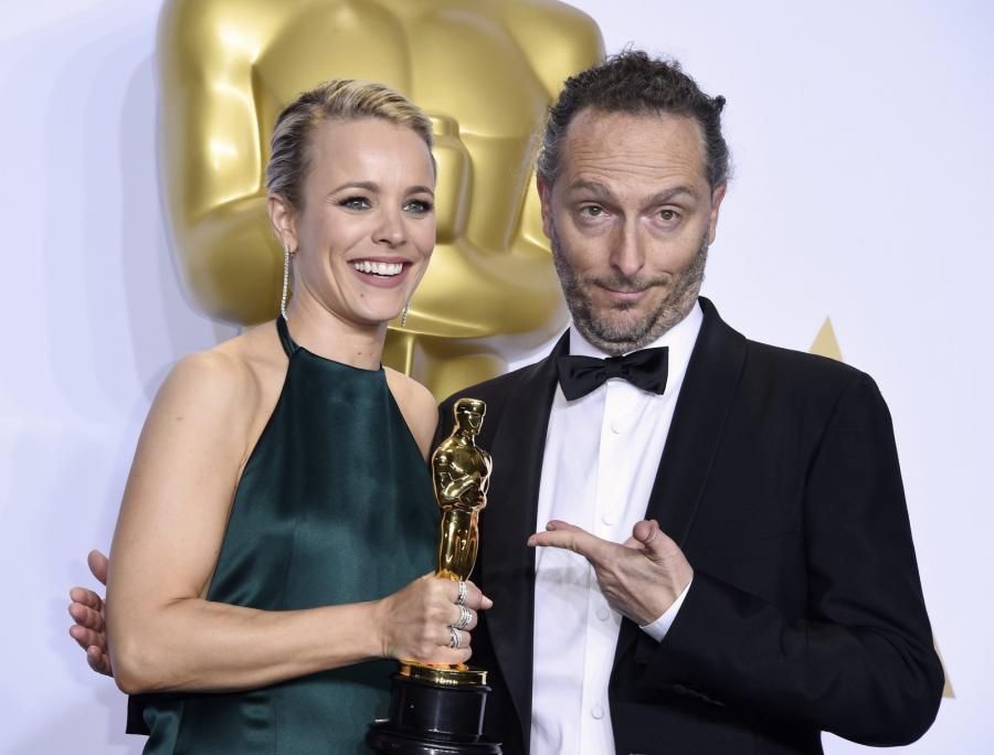 """Oscary 2016 – najlepsze zdjęcia: """"Zjawa"""", Emmanuel Lubezki (pozuje z Rachel McAdams)"""