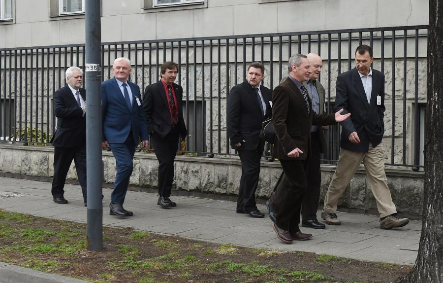Członkowie podkomisji smoleńskiej w przerwie posiedzenia