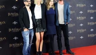 Cedric Nicolas-Troyan, Charlize Theron, Emily Blunt i Chris Hemsworth
