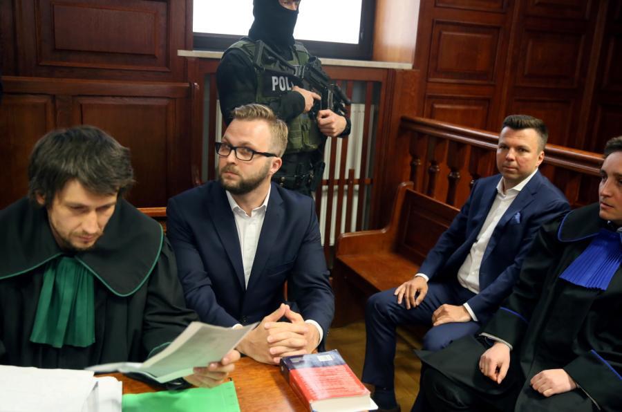 Oskarżeni biznesmen Marek Falenta i kelner Konrad Lassota w Sądzie Okręgowym w Warszawie