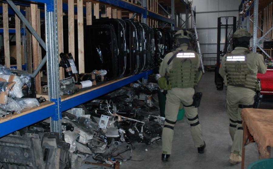Policja i straż graniczna razem rozbiły gang paserów części samochodowych