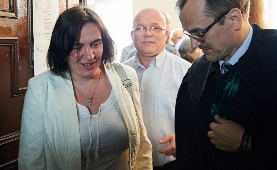 Radna PiS Anna Kołakowska opuszcza salę rozpraw w Sądzie Rejonowym w Gdańsku