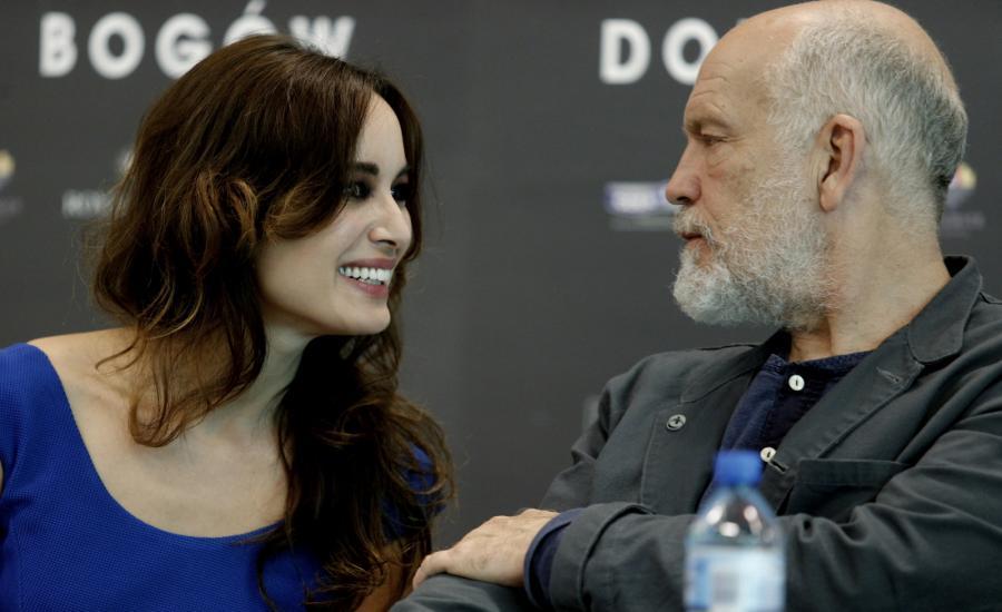 "Berenice Marlohe i John Malkovich na konferencji prasowej ""Doliny Bogów"""
