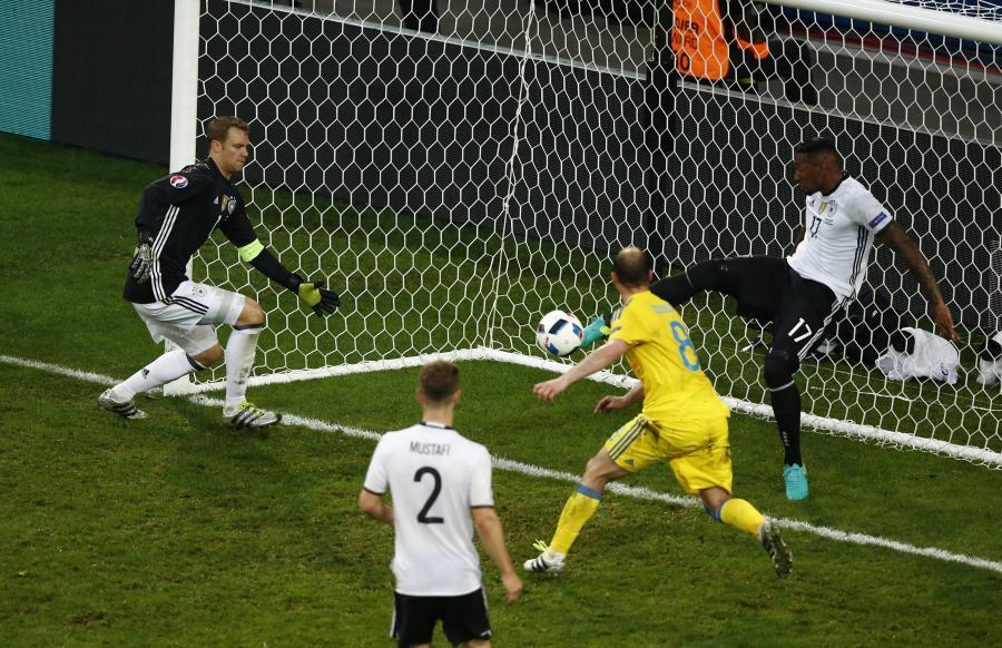 To może być najlepsza interwencja Euro 2016. Boateng uratował Niemców przed stratą gola