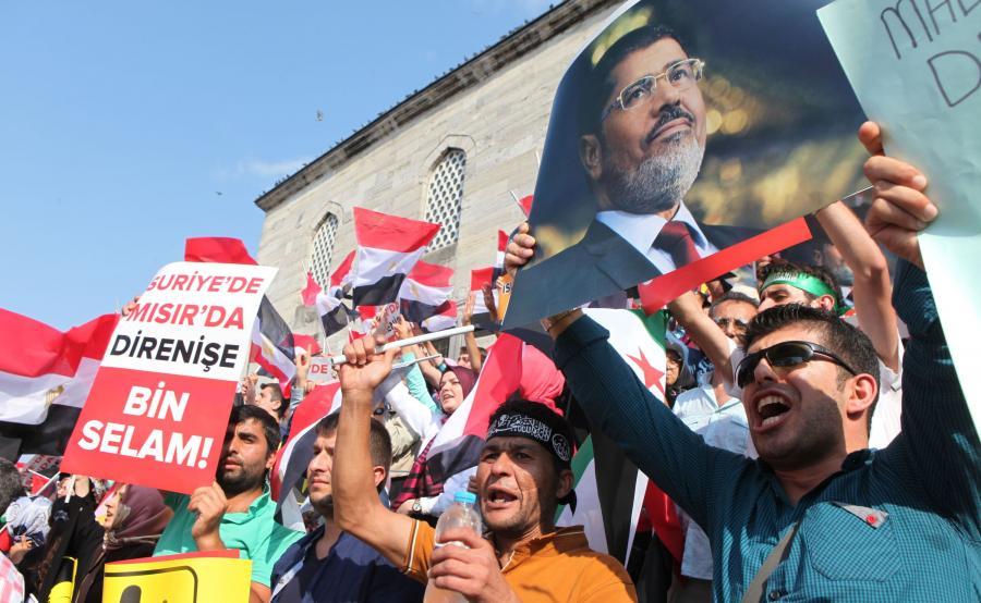Demonstracja poparcia dla Mohammeda Mursiego w Turcji