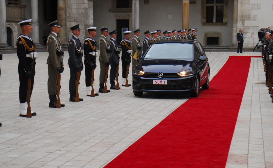 Volkswagen golf sportsvan samochodem papieża Franciszka na ŚDM