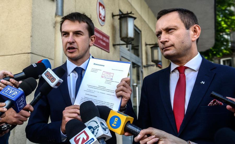 Adam Szłapka i Paweł Rabiej składają doniesienie na prezesa PiS
