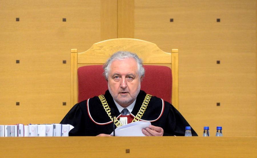Prezes Trybunału Konstytucyjnego Andrzej Rzepliński na sali rozpraw