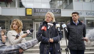 Krzysztof Mieszkowski i Ryszard Petru przed Teatrem Polskim