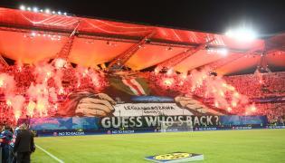 Oprawa meczowa kibiców Legii Warszawa na tzw. Żylecie przed meczem w Grupie F piłkarskiej Ligi Mistrzów z Borussią Dortmud