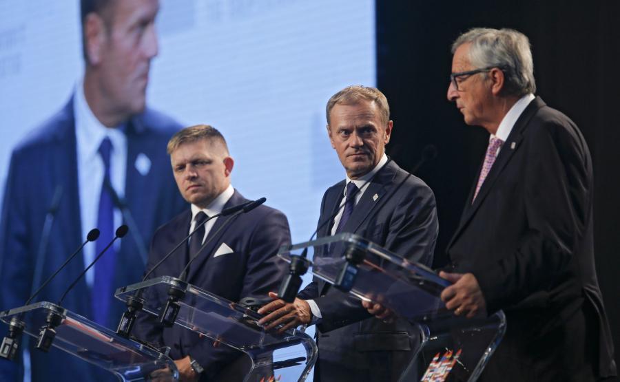 Rober Fico, Donald Tusk i Jean-Claude Juncker