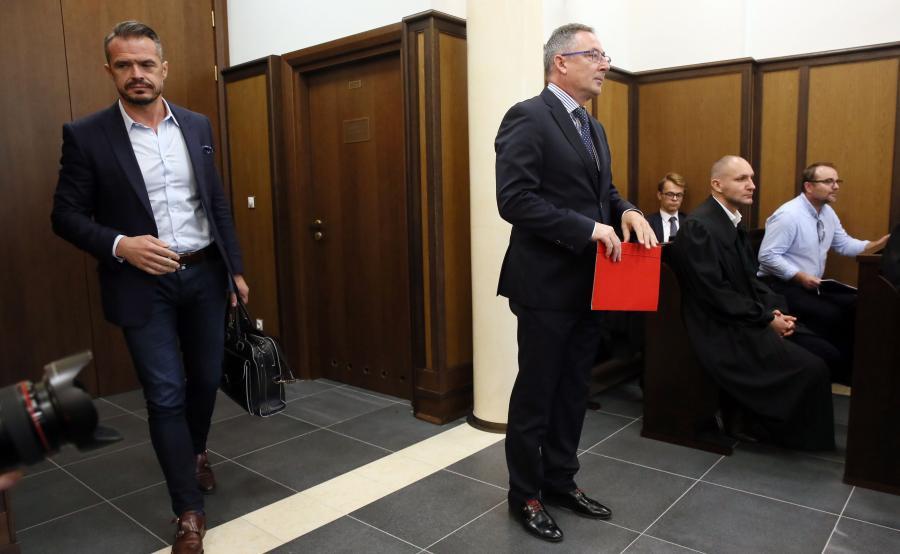 Były minister transportu Sławomir Nowak oraz były minister spraw wewnętrznych Bartłomiej Sienkiewicz zeznawali jako świadkowie w Sądzie Okręgowym w Warszawie, w procesie Marka Falenty i pozostałych oskarżonych o nielegalne podsłuchy w stołecznych restauracjach