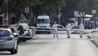 Policyjni eksperci na mejscu zamachu w Budapeszcie
