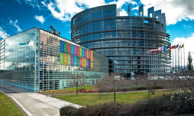 Euromandaty nie dla małych. Według projektu nowej ordynacji PO i PiS otrzymałyby 90 proc. miejsc