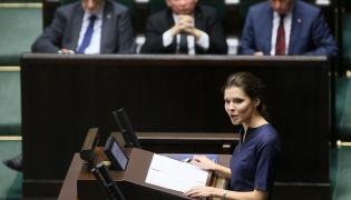 """Przedstawicielka inicjatywy ustawodawczej """"Stop aborcji"""" Joanna Banasiuk przemawia w Sejmie"""