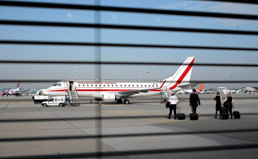 Samolot rządowy na lotnisku w Warszawie