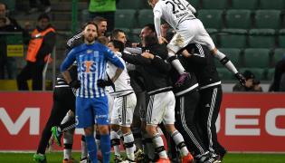 Piłkarze Legii Warszawa cieszą się z gola Kaspra Hamalainena podczas meczu Ekstraklasy z Lechem Poznań