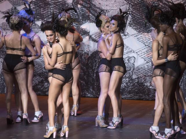 Transpłciowe modelki na pokazie Ronaldo Fragi podczas Sao Paulo Fashion Week