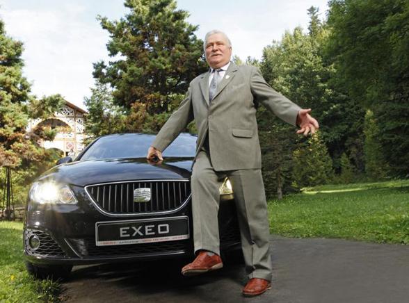 Lech Wałęsa testuje nową limuzynę. Mamy film