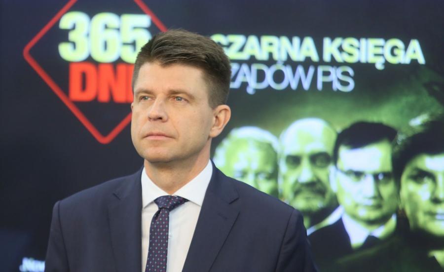 Lider Nowoczesnej Ryszard Petru podczas konferencji prasowej pt. \