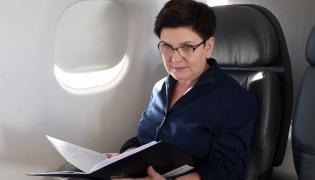 Premier Beata Szydło na pokładzie samolotu rządowego Embraer 175, w drodze z Warszawy do Izraela