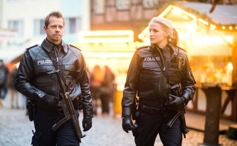 Patrol niemieckich policjantów po zamachu w Berlinie