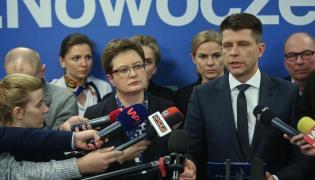 Lider Nowoczesnej Ryszard Petru (2P) oraz posłowie Nowoczesnej: Monika Rosa (2L), Katarzyna Lubnauer (3L), Joanna Schmidt (3P), Jerzy Meysztowicz (P) podczas konferencji prasowej