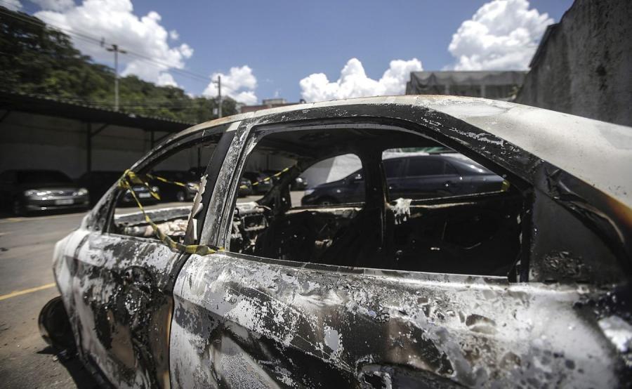 Spalony samochód greckiego ambasadora