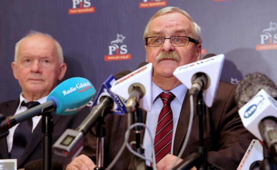 Wicewojewoda Warmińsko-Mazurski Sławomir Sadowski (L) oraz szef elbląskich struktur PiS Leonard Krasulski