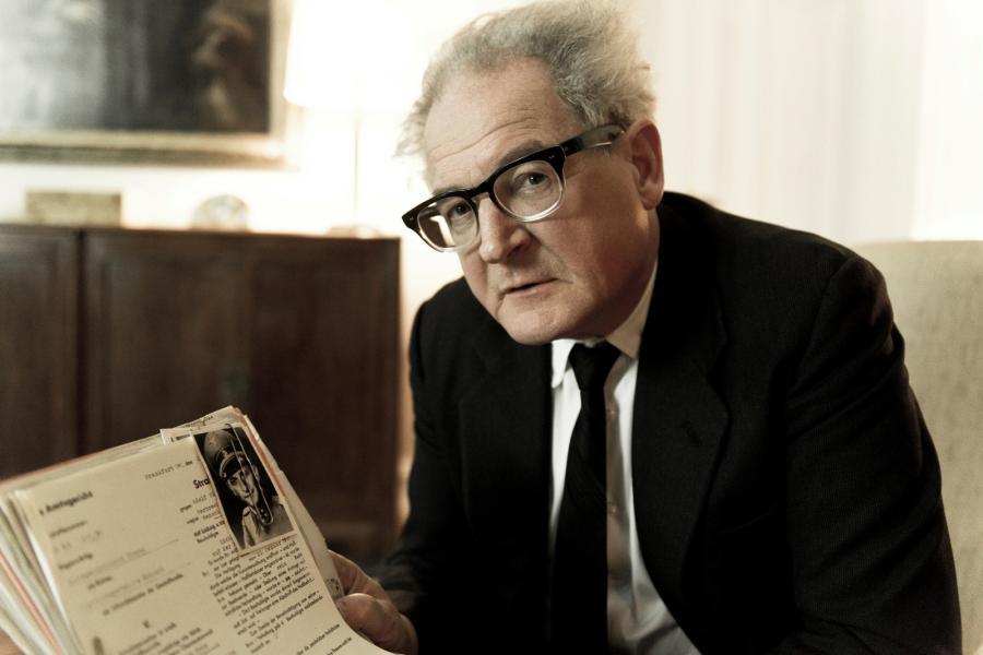 Burghart Klaussner w roli Fritza Bauera