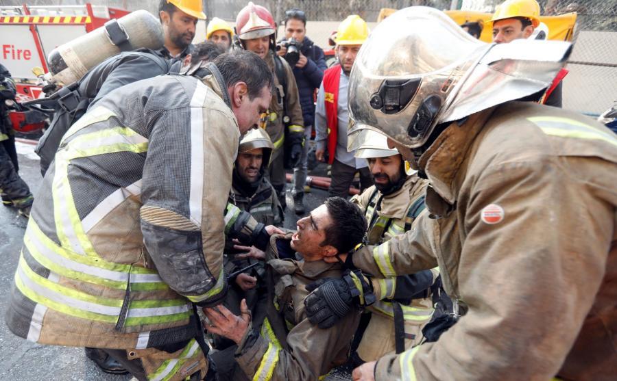 Rozpaczający strażacy