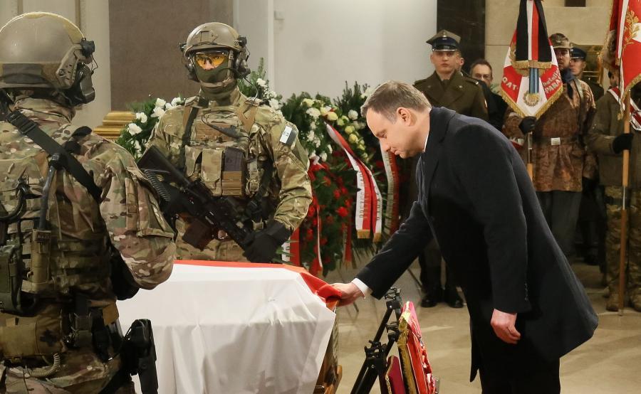 Prezydent Andrzej Duda w Katedrze Polowej WP w Warszawie, podczas uroczystości pogrzebowych Janusza \